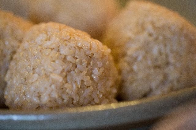 玄米を食べよう!オススメのおにぎりの具やレシピは?