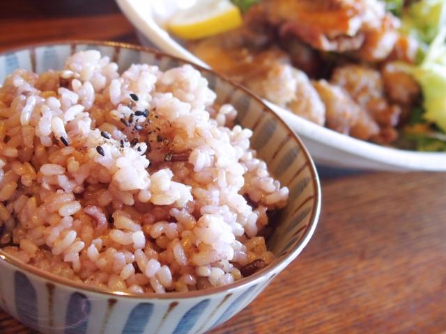 玄米と雑穀米の違いとは?それぞれの栄養や効能をご紹介!!