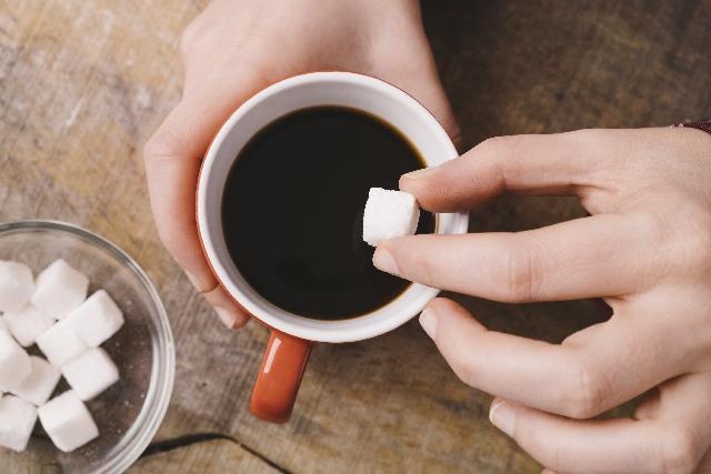コーヒーには砂糖?グラニュー糖?コーヒーに合う砂糖とは?