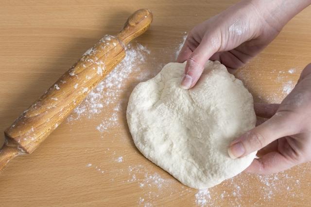 薄力粉と強力粉の違いって?ピザをピザ生地から手作りしよう