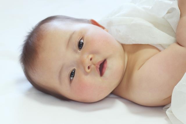 離乳食開始は生後5、6ヶ月?始める目安や2回食への移行は?