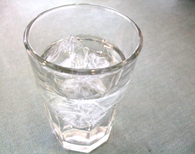 焼酎やウイスキーはロック?水割り?適正な量はどれくらい?