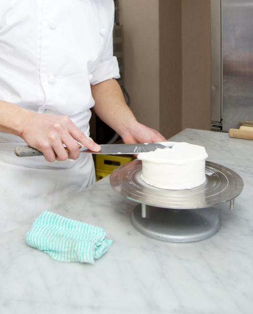 初心者でもできるショートケーキの生クリームの塗り方紹介
