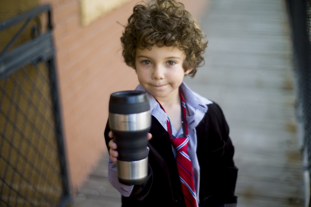 朝、水筒に入れたお茶がお昼に変色してしまう理由と対策法