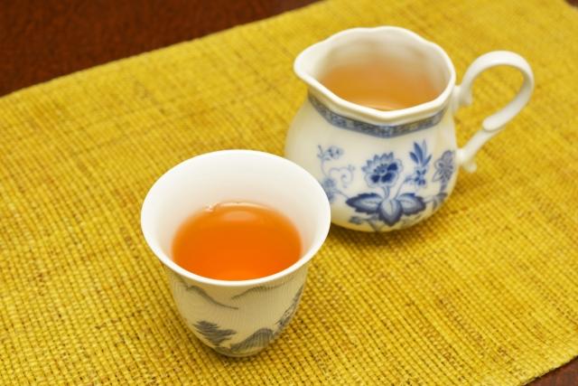 ウーロン茶で食事で摂り過ぎた油を分解させて排出させよう