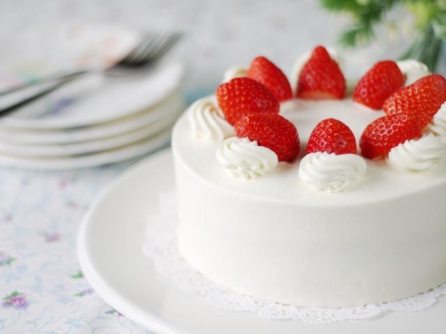カロリーが気になる!ショートケーキの生クリーム量って?