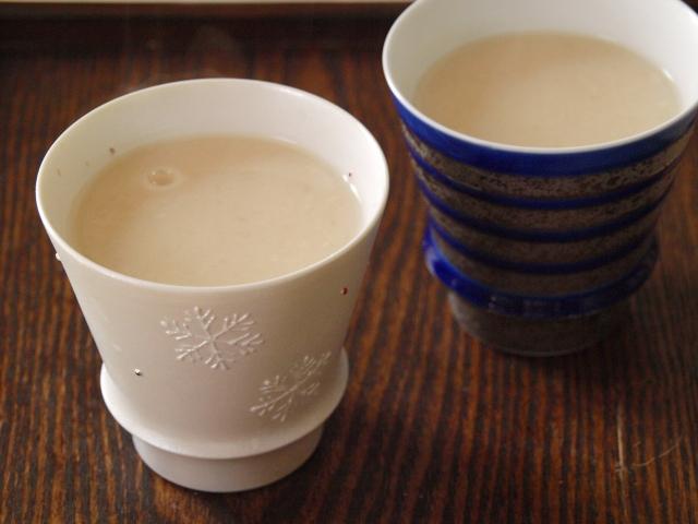 飲む点滴と呼ばれる甘酒。原材料の麹と酒粕はどう違うの?