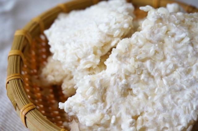 甘酒を麹のみで作ると自然な甘みが!色々な道具を使う作り方