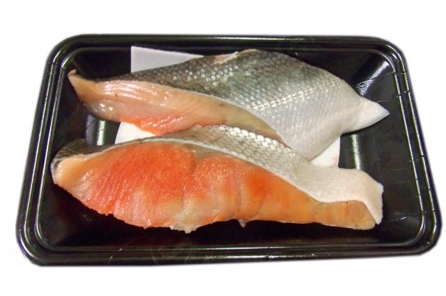 同じ鮭の切り身でも値段が違う?季節や種類で変わる鮭の値段