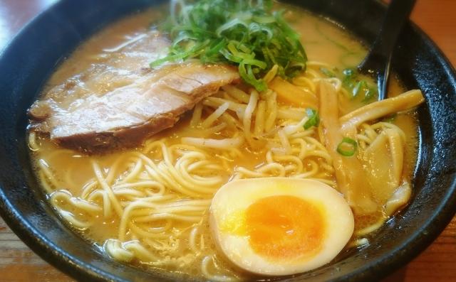 自宅で本格的な味を!味噌ラーメンのスープ、手作りレシピ