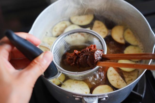 味噌汁の味噌、自分基準の分量を決めればおいしく作れます!