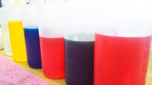 食品に使われる着色料の黄4号の原料と日本での取り組み
