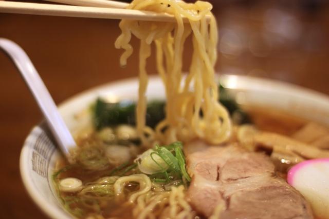 ラーメンの麺300gでもスープやトッピングでカロリーオフ