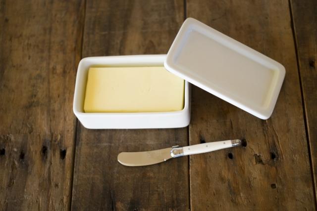 マーガリンよりバターの方がトランス脂肪酸の量は少ない
