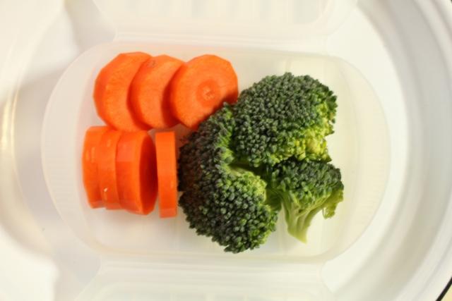 電子レンジで野菜をゆでるには?メリットやレシピをご紹介
