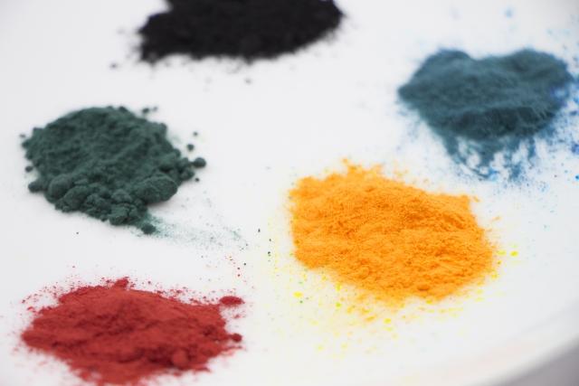 気になる着色料、粉末と液体の使い方!こんなメリットも