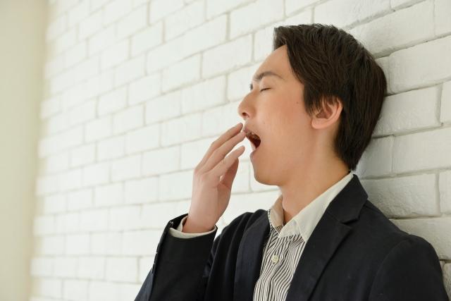カロリー不足で眠くなる?ダイエット中の眠気の正体とは?
