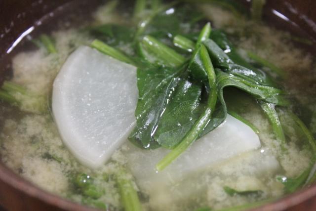 栄養満点の味噌汁の作り方!ほうれん草の下茹での必要性は?