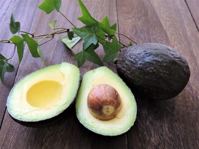 アボカド1個で2食分作るとカロリーオフと栄養のダブル効果