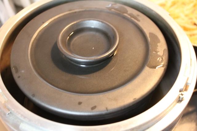 玄米を炊飯器で炊くと吹きこぼれがもの凄いのはどうして?