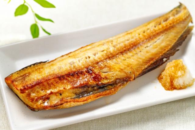 電子レンジについてしまった焼き魚のにおいを取る方法とは?