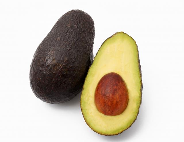 アボカド一つの栄養とカロリーは?おすすめの使い方教えます