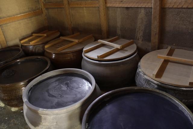 味噌を保存する容器として陶器を選ぶ場合の利点や注意点は?